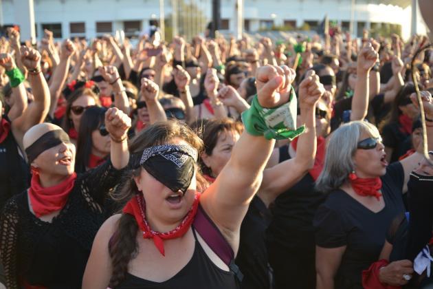 https://pixabay.com/es/photos/feministas-marcha-protesta-mujer-4700823/